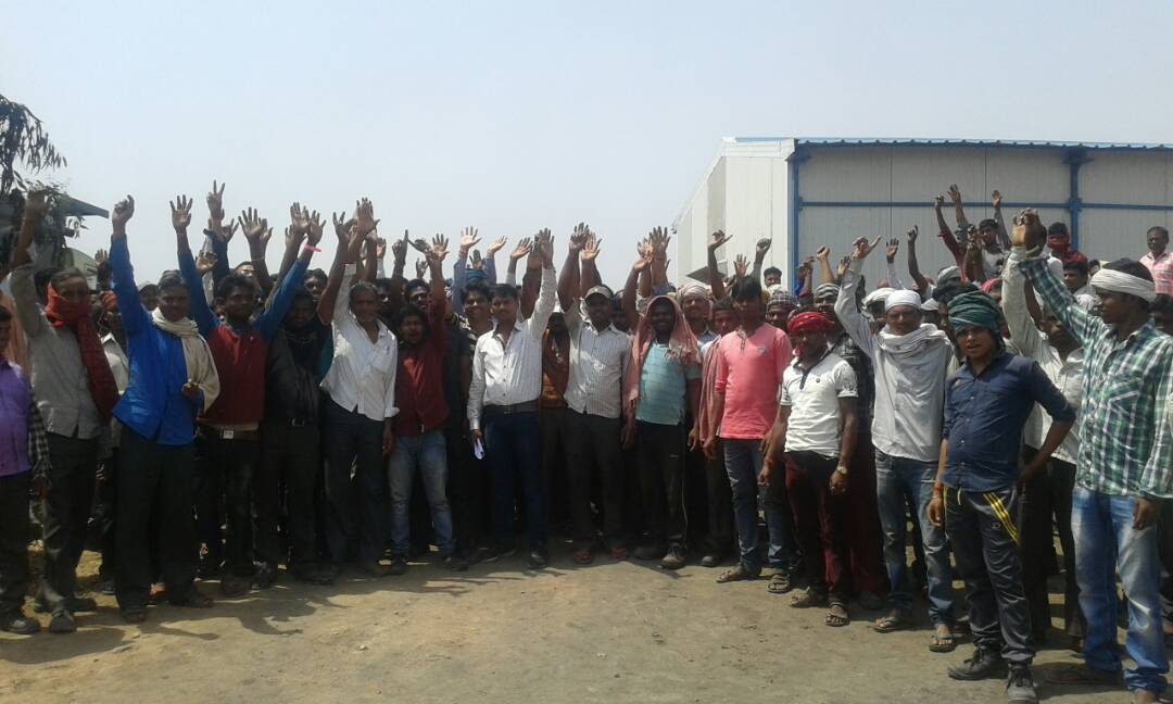 <p>Nearly 204 workers of Amrapali coal project,who were working for the CCL's company Maa Ambay were on strike demanding execution of their demands.</p>