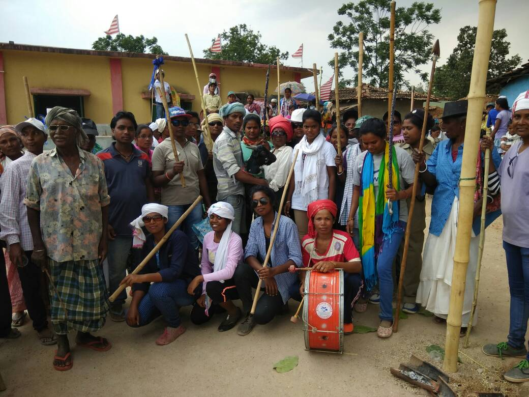 <p>Hundreds of tribal women led by Mukhiya of Adchoro panchayat under Nagri block in Ranchi district took out a procession of the Jani Shikar in a traditional manner.Each of them were…