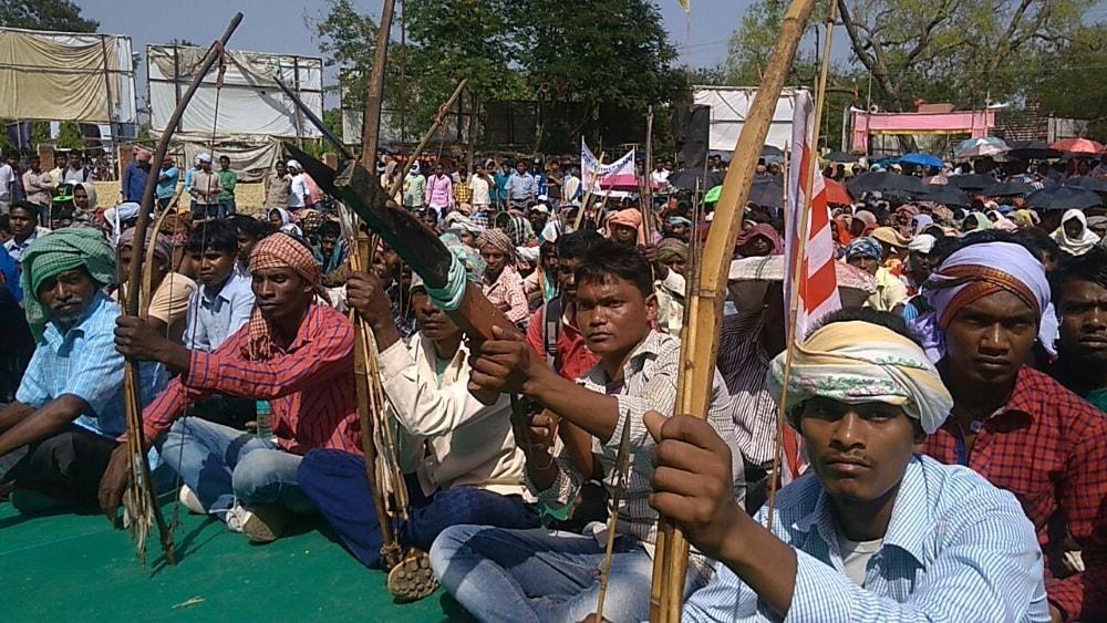 <p>चाईबासा के गांधी मैदान में आदिवासी संघर्ष मोर्चा द्वारा आयोजित हुई आक्रोश रैली ।कुड़मी, तेली को आदिवासी का दर्जा देने के बिल के विरोध में हुई आक्रोश रैली आयोजित</p>