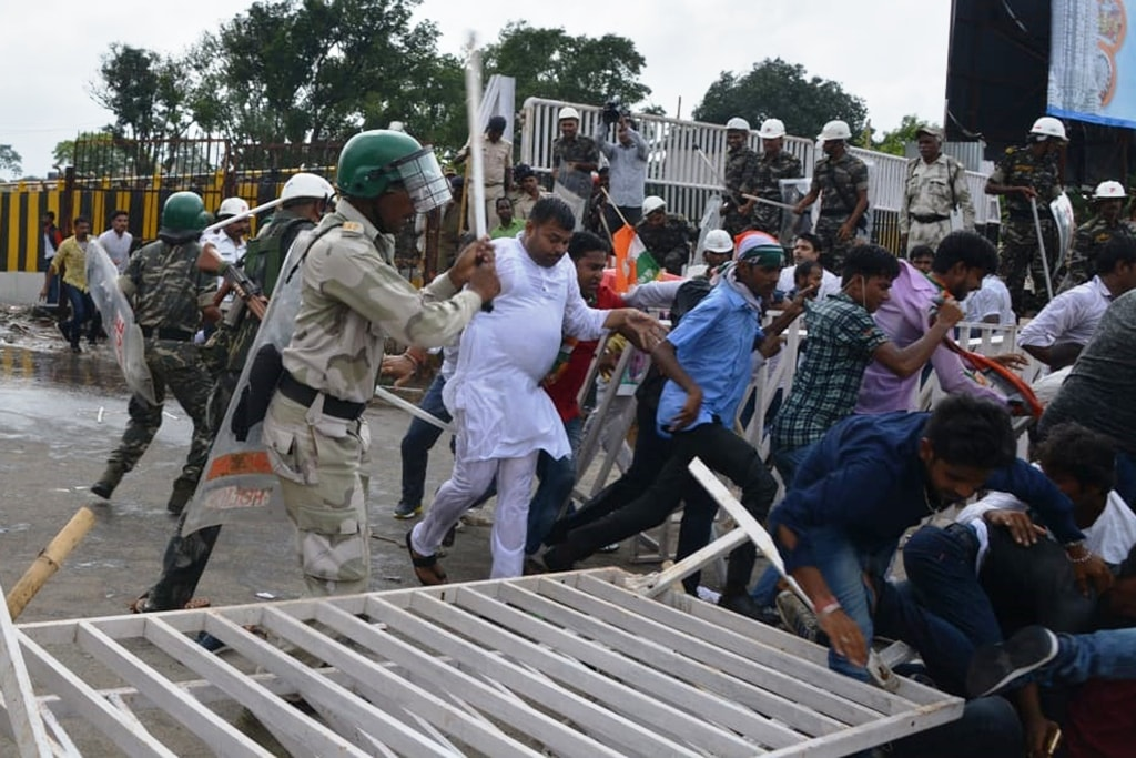 <p>Police resorted to lathi charge on political party workers who were against the Governments policy near Jharkhand Assembly during the ongoing Monsoon session in Ranchi on Wednesday.</p>…