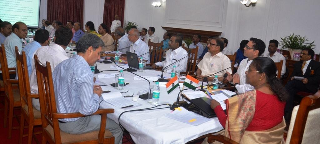 <p>माननीया राज्यपाल द्रौपदी मुर्मू की अध्यक्षता में आज राज भवन में राज्य के विश्वविद्यालयों की शैक्षणिक एवं प्रशासनिक कार्यप्रगति की एक उच्चस्तरीय समीक्षा बैठक आहूत की गई।</p>