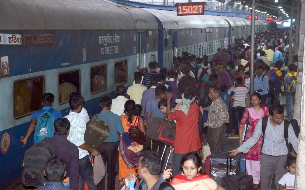 <p>Passengers rush at Ranchi Railway station due to Chhath Puja festival in Ranchi on Wednesday. </p>
