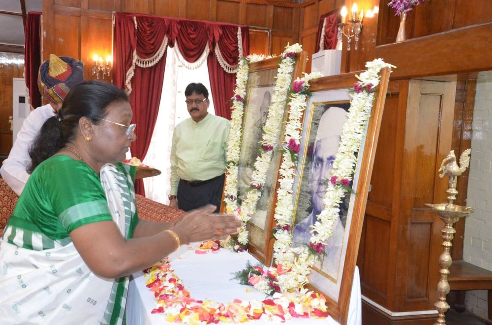 <p>Honorable Governor Draupadi Murmu garlanded the statue of Mahatma Gandhi at Raj Bhavan and Morhabadi on the occasion of Gandhi Jayanti on dated 02/10/2019.</p>