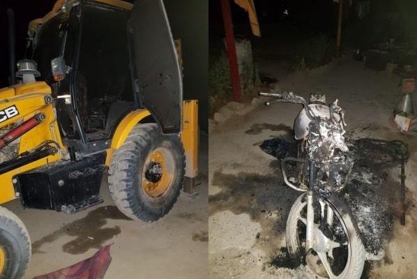 <p>राँची -नक्सलियों का हमला जेसीबी मोटरबाइक समेत अन्य सामान को किया आग के हवालेपी एल एफ आई जिंदाबाद के नारे लगा किया हमला।घटना की सूचना मिलने के 15 मिनट के अन्दर…