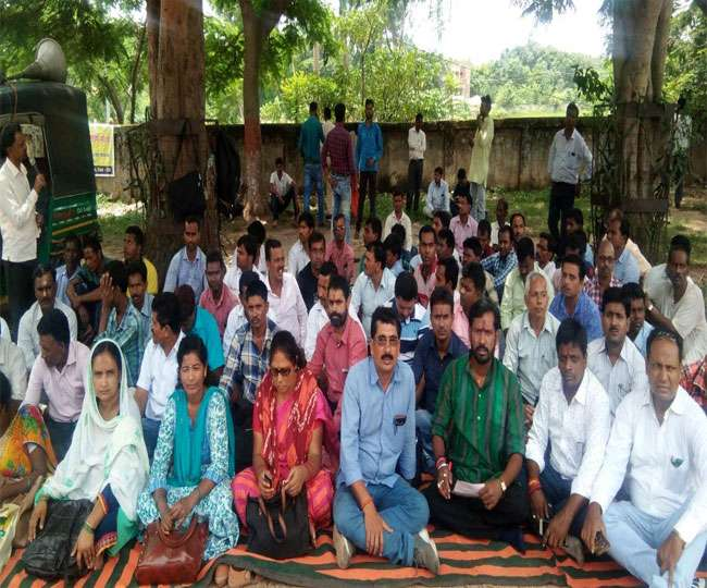 <p>In protest against the dismissal of their untrained colleagues and demanding regularity in service, Para Teachers(Read Teachers who were employed by the state Education Department…