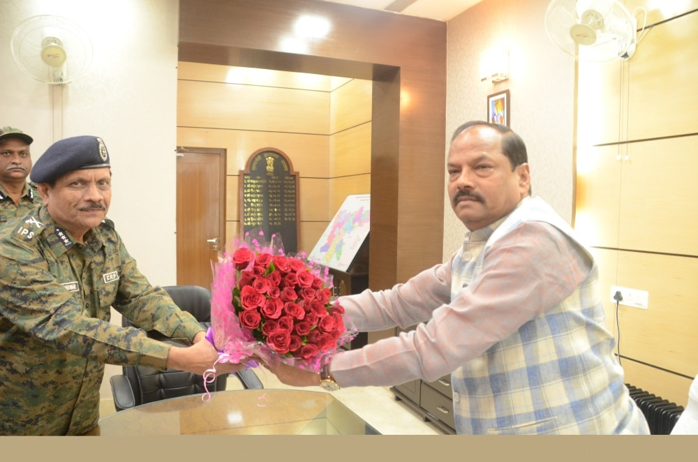 <p>CM Raghubar Das met the Director General of CRPF on Monday.</p>