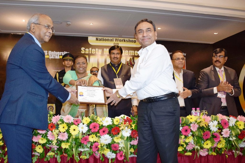 <p>CCL CMD Gopal Singh receives 'Lifetime Achievement Award – 2018' for the turnaround of CCL from Governor Droupadi Murmu during the national workshop on 'Safety…
