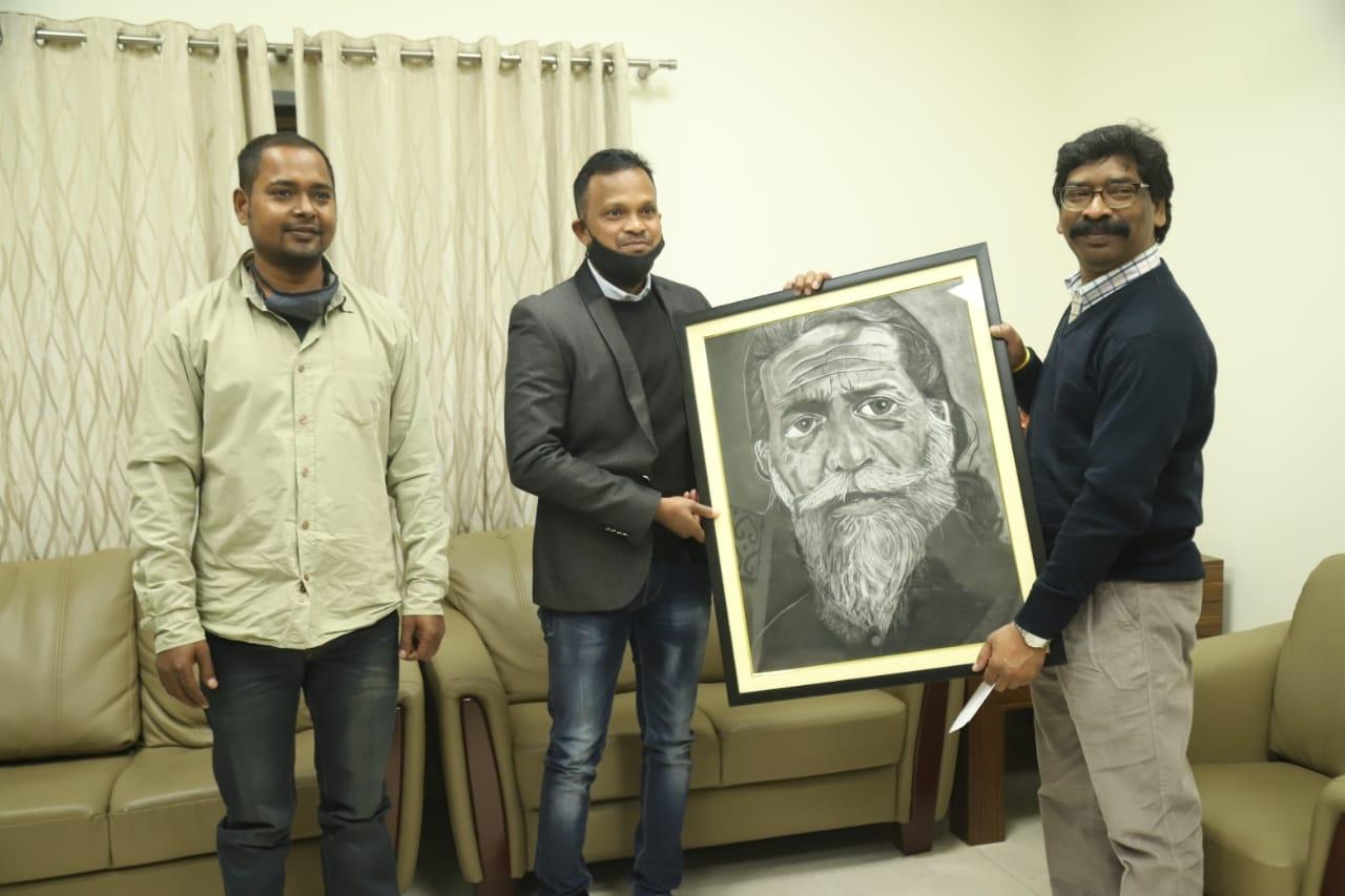 <p>मुख्यमंत्री श्री हेमन्त सोरेन से आज श्री नील प्रताप ने मुलाकात कर उन्हें श्री शिबू सोरेन की तस्वीर सप्रेम भेंट की। उन्होंने मुख्यमंत्री को बताया कि यह तस्वीर जमशेदपुर के श्री समीर…