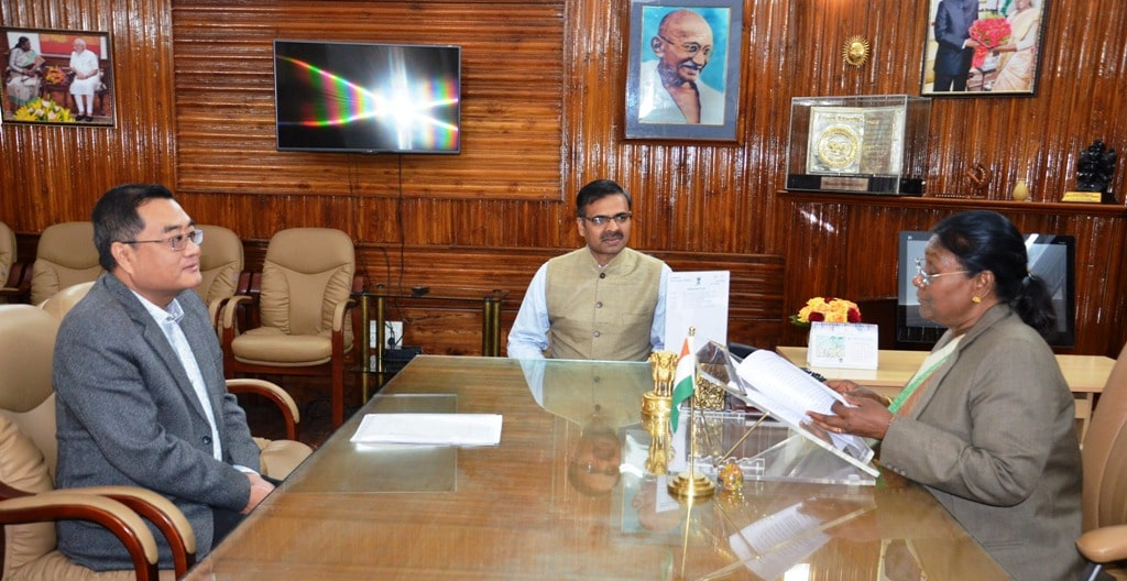 <p>Chief Electoral Officer Mr. L. Khyangate met the Hon'ble Governor Mrs. Draupadi Murmu at Raj Bhawan on 19-01-2019. It was a courtesy call.</p>