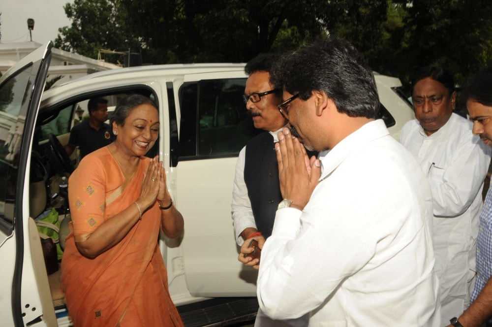 <p>Before NDA nominee Ram Nath Kovind arrives in Jharkhand to meet and mobilize support,UPA nominee Meira Kumar landed in Ranchi and met allies and their leaders including JMM President…