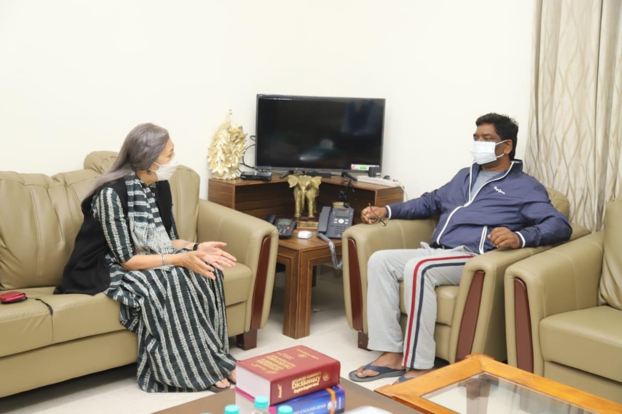 <p>मुख्यमंत्री श्री हेमन्त सोरेन से सीपीआई (एम) की सदस्य श्रीमती बृंदा करात ने मुलाकात की। मुख्यमंत्री से यह उनकी शिष्टाचार भेंट थी।</p>