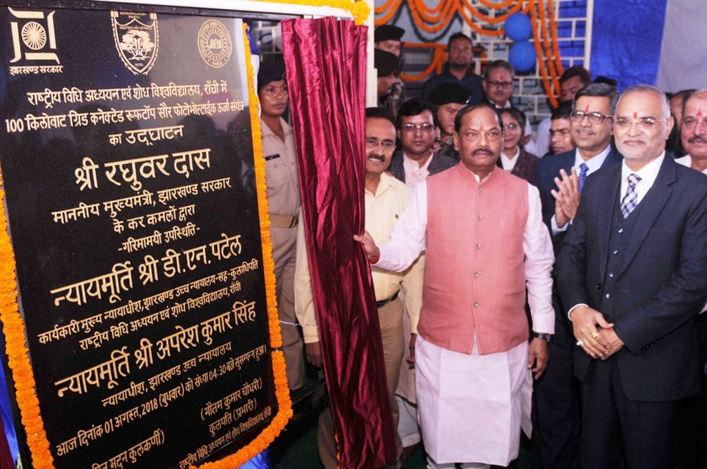 <p>Chief Minister Raghubar Das along with acting Chief Justice of Jharkhand High Court Justice DN Patel, Justice Aparesh Kumar and others during the inaugural ceremony of 100 KVA solar…