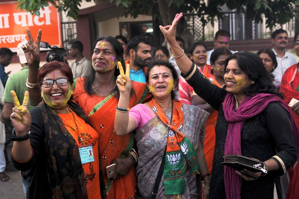 <p>Bharatiya Janta Party (BJP) leaders and workers celebrating after winning both the seats of Mayor, Deputy Mayor and other ward councilors seats during Ranchi municipal corporation…