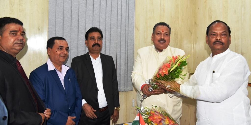 <p>मुख्यमंत्री रघुवर दास से आज दिनांक 11/08/2018 को मुख्यमंत्री आवास में झारखंड स्टेट बार कौंसिल के प्रतिनिधिमंडल ने मुलाकात की।</p>