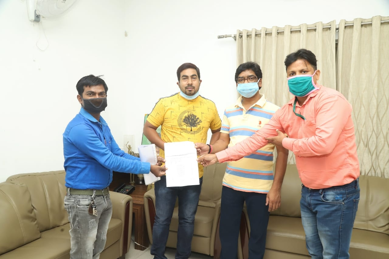 <p>Ranchi based Persons with Disability body met CM Hemant Soren and handed over a cheque of Rs 25,000 to him for the fight against coronavirus pandemic in Jharkhand on Thursday.</p>…