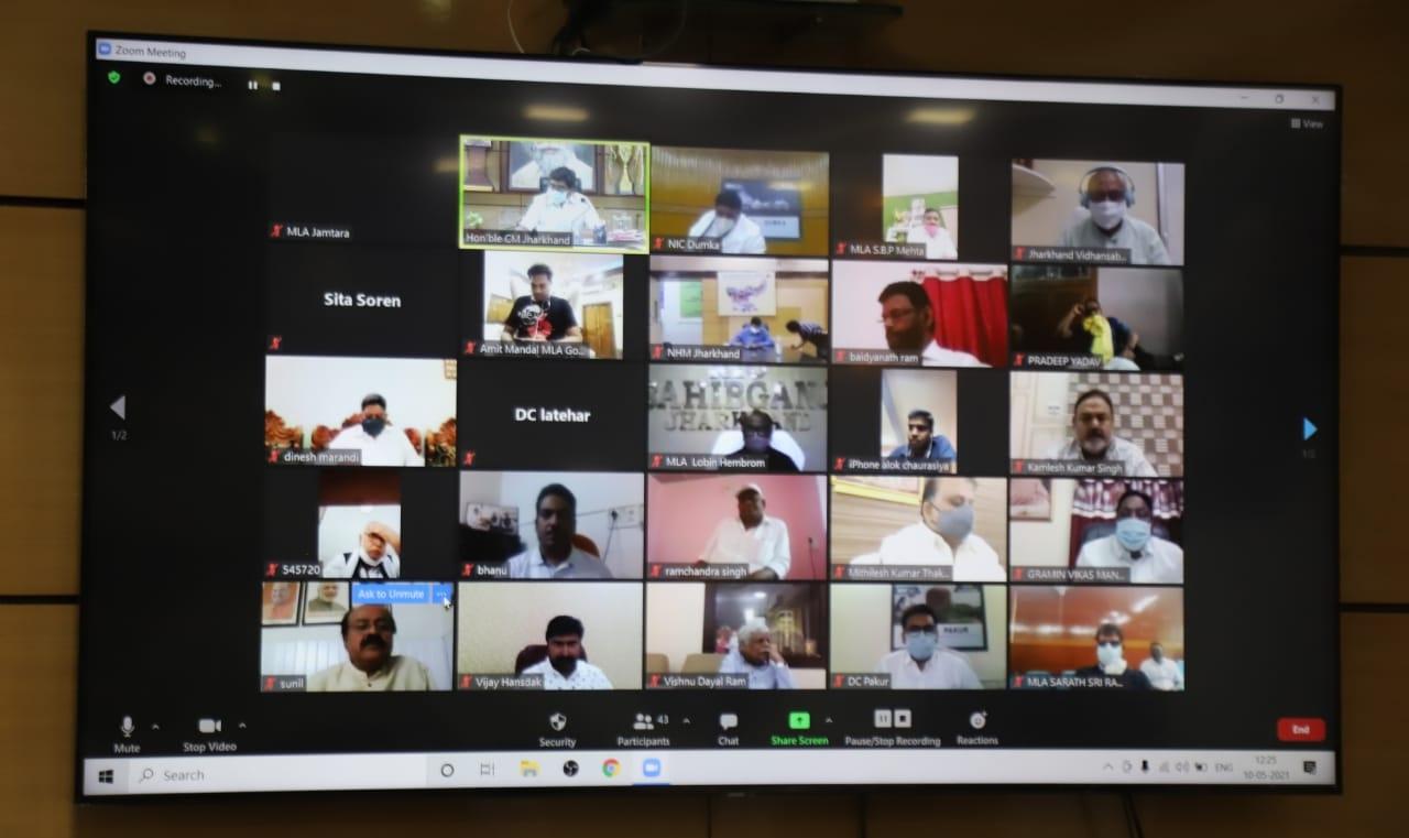 <p>राज्य में कोरोना संक्रमण के बढ़ते मामलों के मद्देनजर संथाल परगना प्रमंडल एवं पलामू प्रमंडल के सभी सांसदों/विधायकों के साथ वीडियो कांफ्रेंसिंग के माध्यम से विचार-विमर्श करते मुख्यमंत्री…
