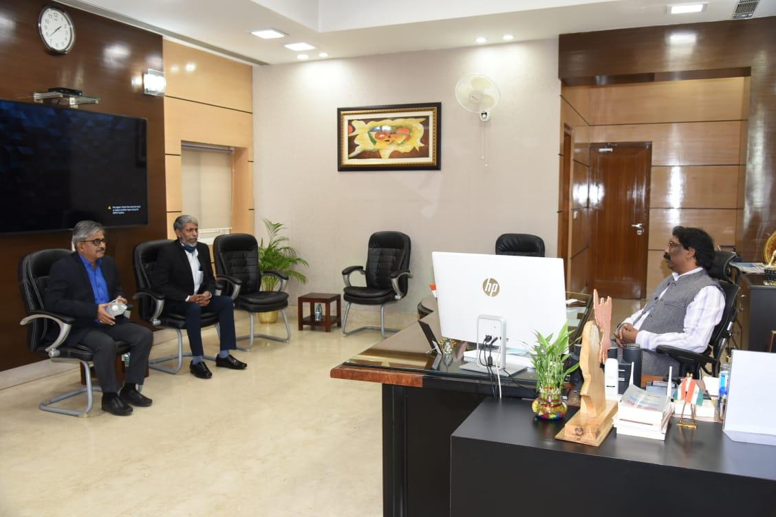 <p>मुख्यमंत्री श्री हेमन्त सोरेन से बोकारो स्टील प्लांट के डायरेक्टर इंचार्ज श्री अमरेंदु प्रकाश एवं एक्सक्यूटिव डायरेक्टर (P&A) श्री राजीव कुशवाहा ने शिष्टाचार मुलाकात की।</p>…