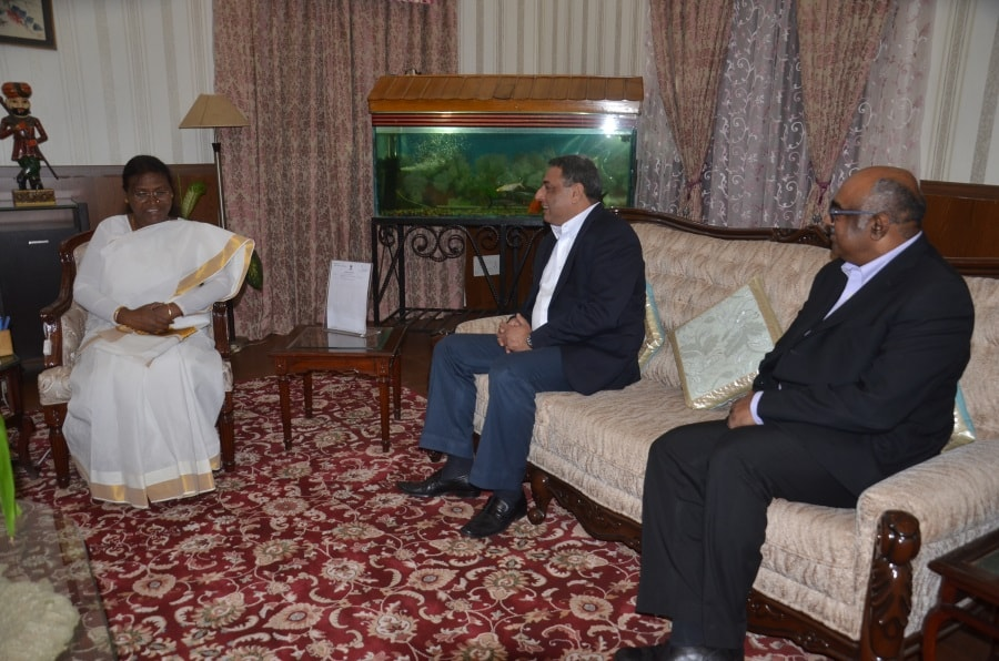 <p>MD of the Tata Steel, T. V. Narendaran met Jharkhand Governor Draupadi Murmu today inside Raj Bhawan in Ranchi.</p>