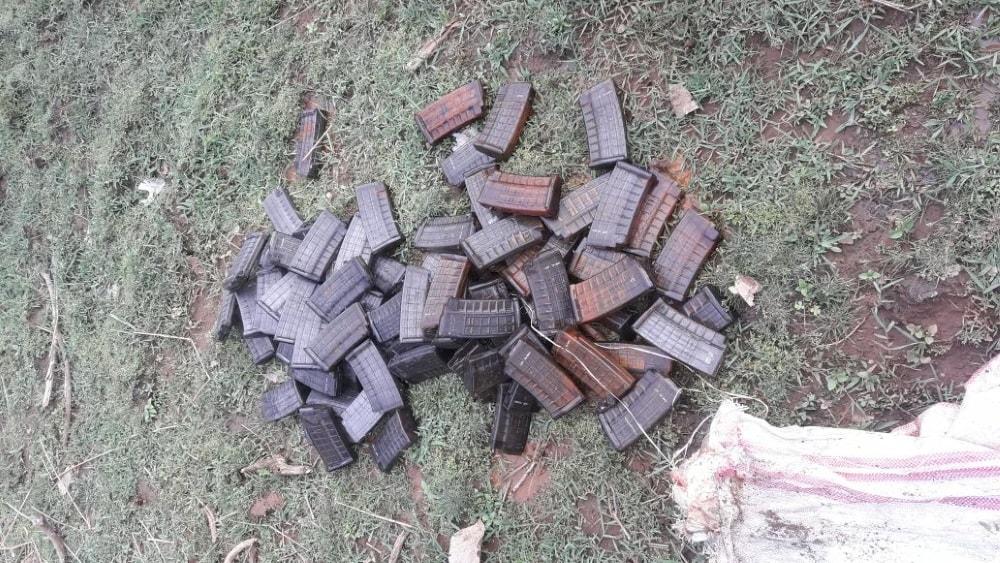 <p>पलामू - इंसास राइफल का 50 मैगजीन बरामद | अति नक्सल प्रभावित पांकी के आबुन से मिला मैगजीन,बरामद मैगजीन में 5 जिंदा मैगजीन भी शामिल |स्टील के कंटेनर में छिपा कर रखा हुआ…
