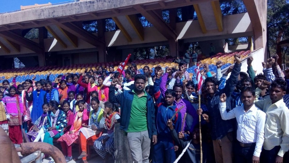 <p>A large number of students were detained by the police in Birsa munda football stadium ranchi.</p>
