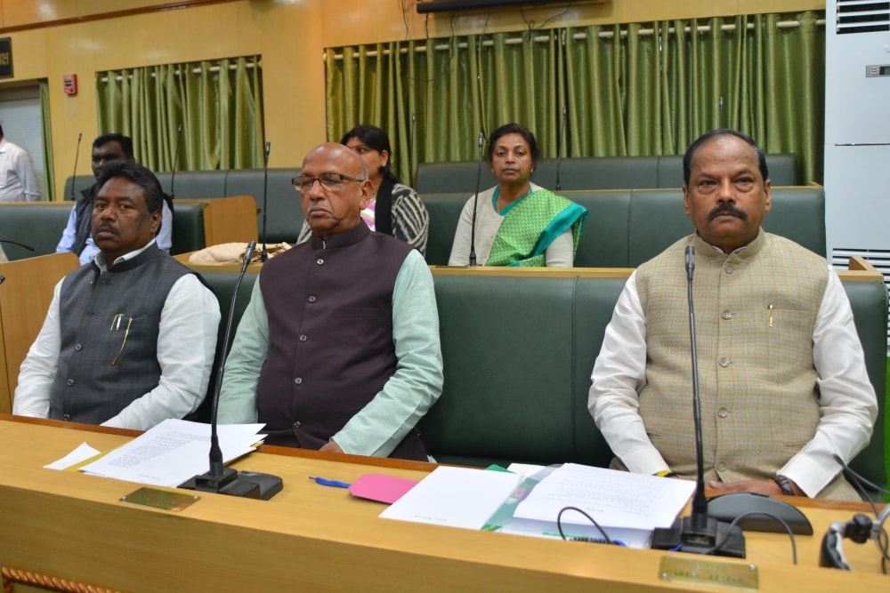 <p>Jharkhand Chief Minister Raghubar Das (R) along with his cabinet colleague ministers during first day of Budget Session of  Jharkhand Assembly in Ranchi on Wednesday. </p>…