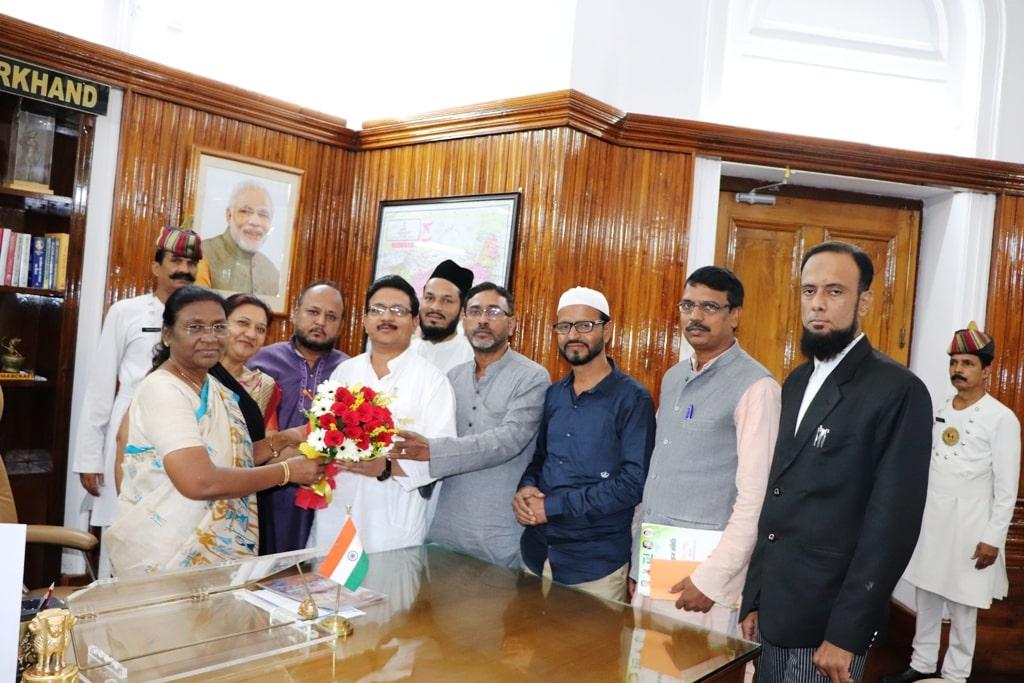 <p>माननीया राज्यपाल द्रौपदी मुर्मू से आज दिनांक 06/09/2018 को झारखंड राज्य हज समिति के एक प्रतिनिधिमंडल ने मुलाकात की।</p>