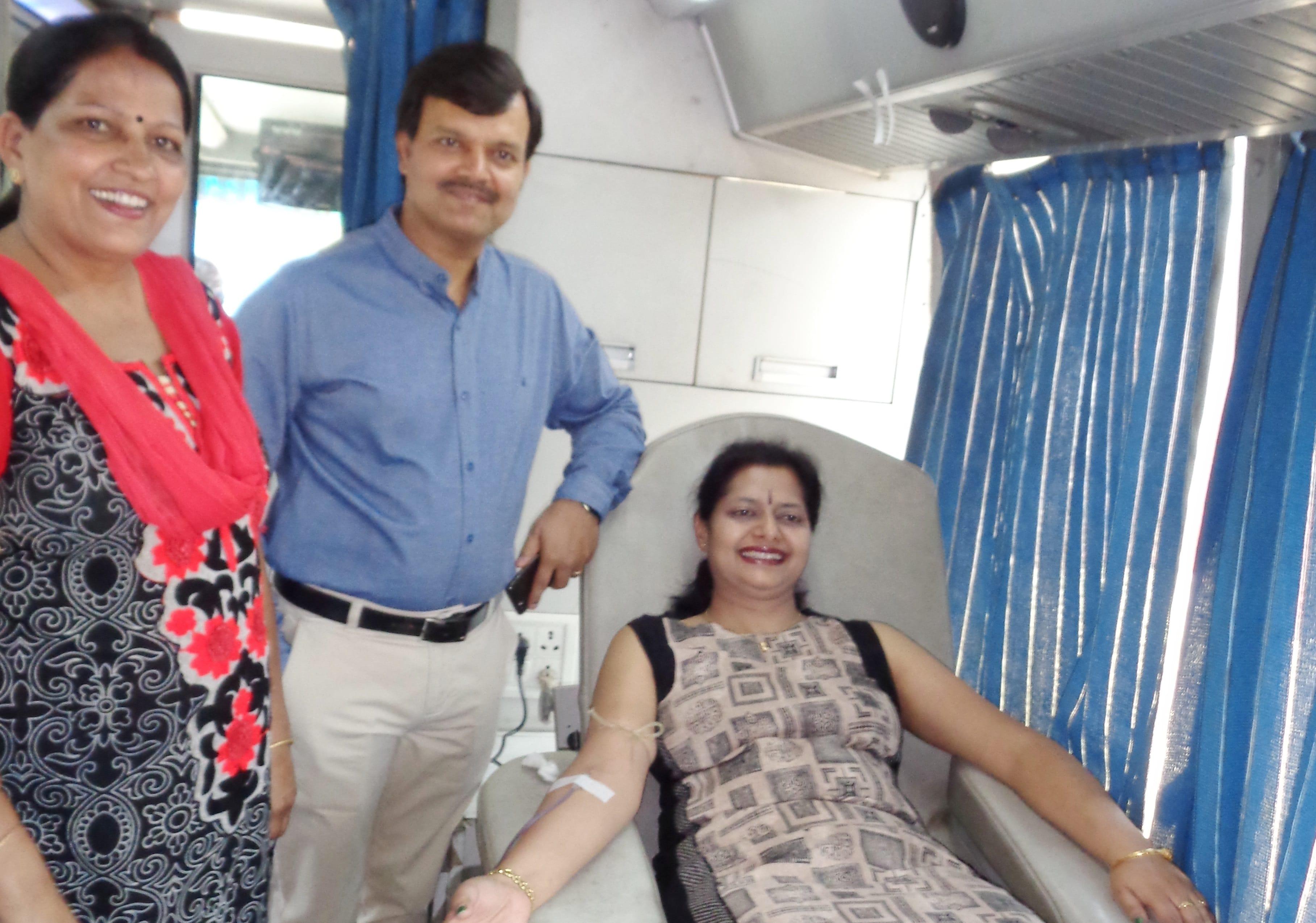 <p>रांची: कुसई काॅलोनी वेलफेयर सोसाइटी द्वारा आज कुसई काॅलोनी के मां दुर्गा मन्दिर के समीप रक्तदान शिविर का आयोजन किया गया। रक्तदान शिविर में मुख्यमंत्री के प्रधान सचिव…