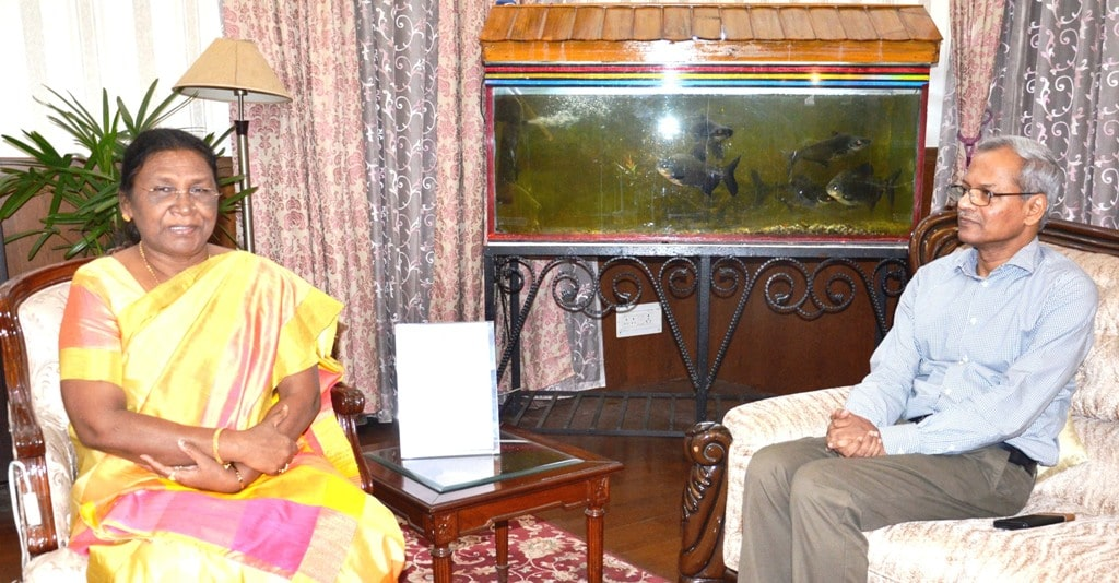 <p>Sanjay Kumar Mohanty, General Manager of South Eastern Railway met Hon'ble Governor Draupadi Murmu at Raj Bhavan today on 24/09/2019.</p>