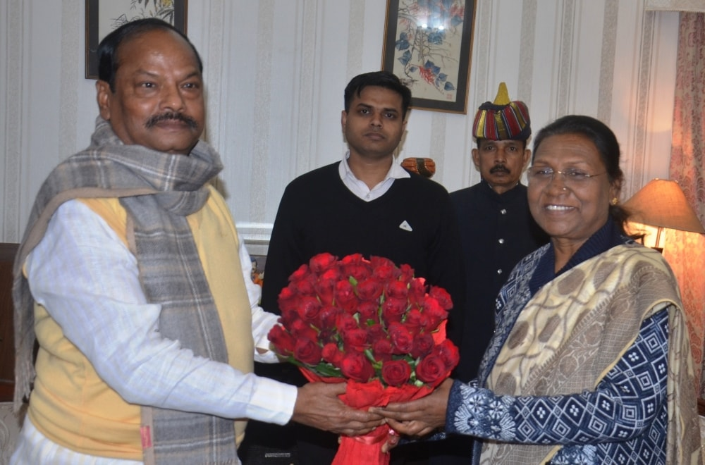 <p> </p> <p>Hon'ble Governor Draupadi Murmu today met Chief Minister Raghubar Das at Raj Bhawan. On this occasion, the two exchanged pleasantries on the occasion…