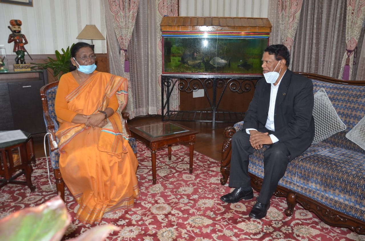 <p>The newly appointed Vice-Chancellor of Jharkhand Raksha Shakti University P.R.K. Naidu, IAS (Retired), today met Governor Draupadi Murmu at Raj Bhavan. It was a courtesy call.…