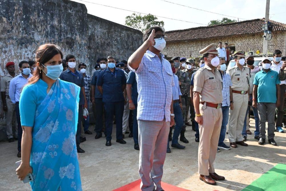 <p>गोला प्रखंड स्थित अपने पैतृक गांव नेमरा पहुंचे मुख्यमंत्री श्री हेमन्त सोरेन। रामगढ़ जिला प्रशासन की ओर से मुख्यमंत्री को गार्ड ऑफ ऑनर दिया गया। मौके पर रामगढ़ उपायुक्त सुश्री माधवी…