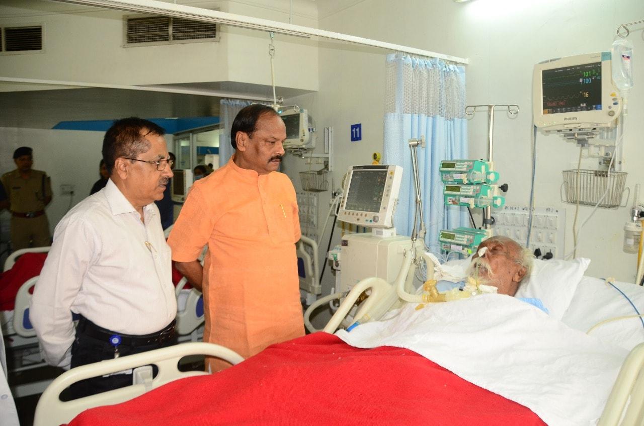 <p>मुख्यमंत्री श्री रघुवर दास आज जमशेदपुर के टीएमएच अस्पताल में प्रसिद्ध वयोवृद्ध राजनीतिक नेता श्री बागुन सुम्बराई से मुलाकात कर उनके स्वास्थ्य का हाल जाना और शीघ्र स्वस्थ होने की…