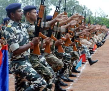 <p>Rehearsal parade carried by security forces at Morahabadi Maidan in Ranchi for the 70th Independence Day function to be presided by CM Raghubar Das on August 15,2017 </p>