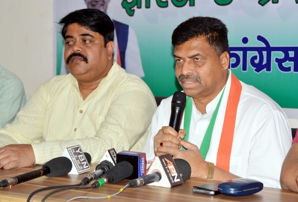 <p>Secretary JPCC Arun Oraon along with party spokesperson Rajiv Ranjan during a press conference at JPCC office in Ranchi on Tuesday. </p>