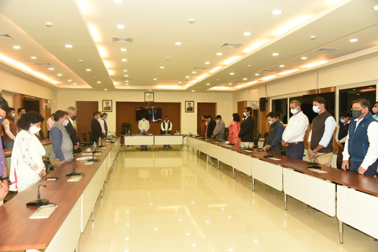 <p>झारखण्ड राज्य के पूर्व मुख्य सचिव श्री पी पी शर्मा के निधन पर झारखंड मंत्रालय सभाकक्ष में आयोजित शोक सभा में मुख्यमंत्री श्री हेमन्त सोरेन स्वास्थ्य मंत्री श्री बन्ना गुप्ता, मुख्य…