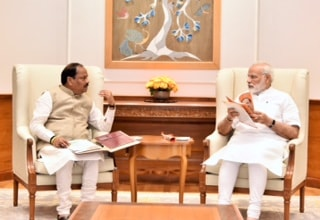 <p>CM Raghubar Das met with PM Narendra Modi in New Delhi on Thursday and informed him about the achievements by Raghubar Das led BJP government in Jharkhand.</p>