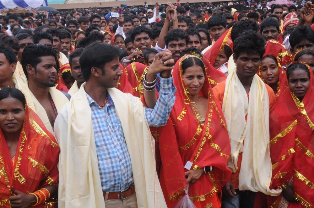 <p>Tribal brides participate in a mass marriage organised by Central Sarna Committee at Mega Sports complex Hotwar in Ranchi on Thursday.</p>