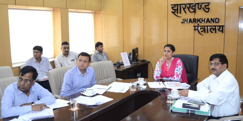 <p>Jharkhand Chief Secretary Rajbala Verma reviewed the Government's prime project-Swachh Bharat Mision inside Project Bhawan in Ranchi.</p>
