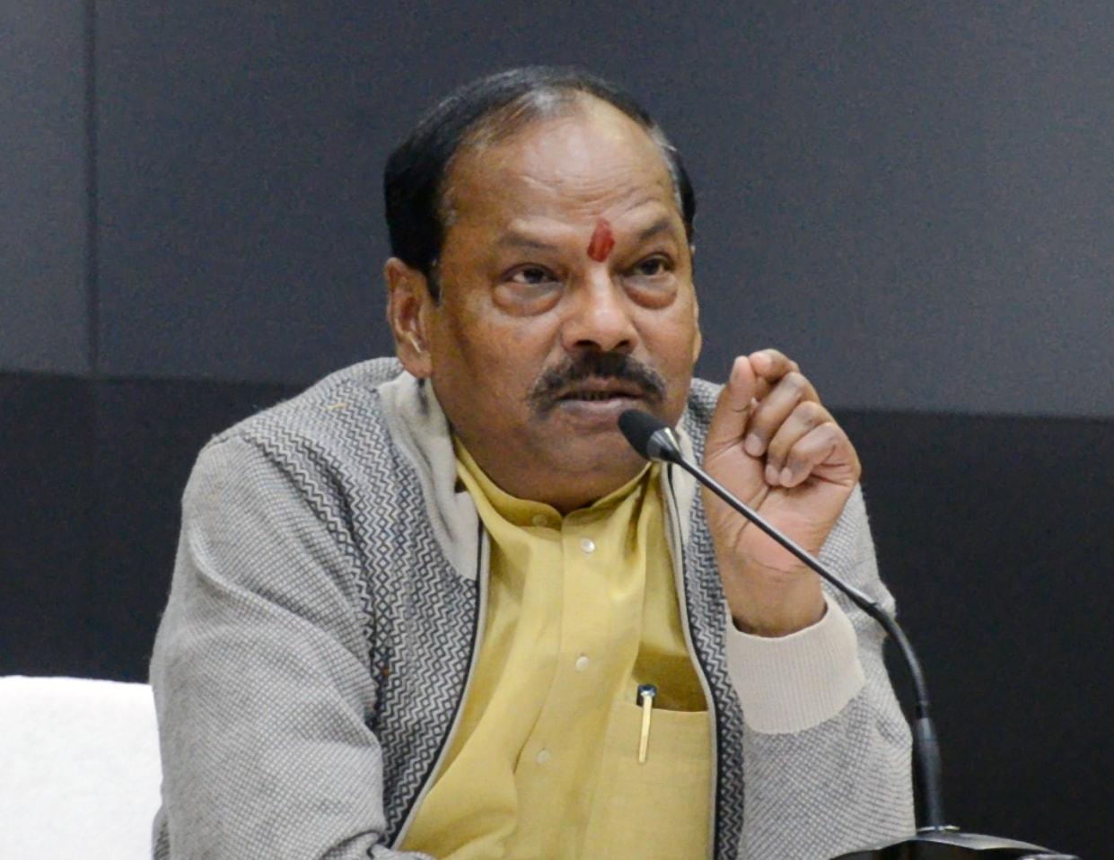 <p>मुख्यमंत्री ने झारखंड मंत्रालय में मुख्यमंत्री लघु एवं कुटीर उद्यम बोर्ड की बैठक को संबोधित किया|</p>