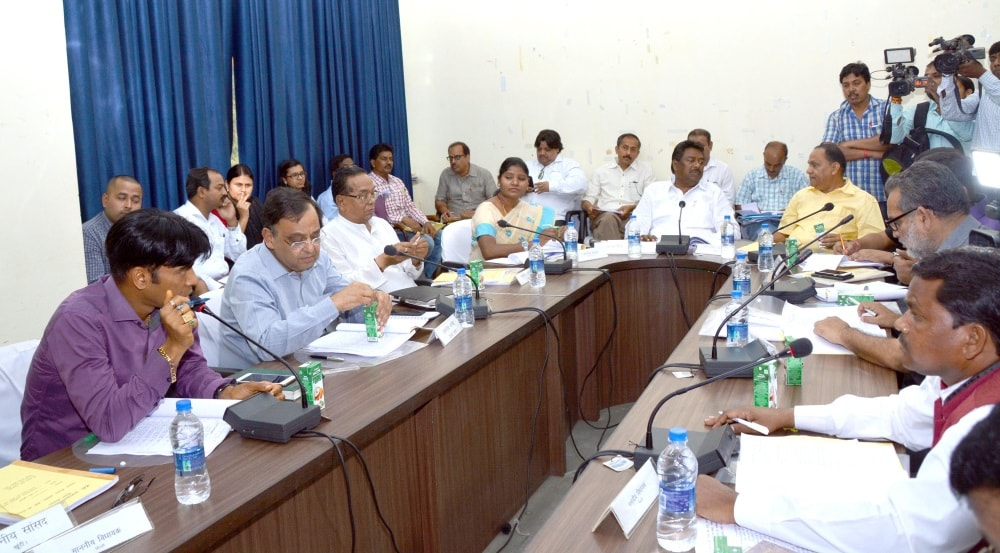 <p>Rural Development Minister NilkanthSinghMunda along with Urban Development Minister CP Singh, Ranchi Mayor Asha Lakra, MP (Rajyasabha) Mahesh Poddar and others during…