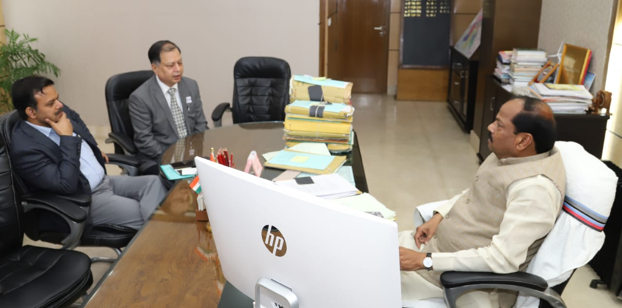 <p>Chief Minister Raghubar Das said that the RIMS should be made the pride of the state. Both its arrangements and management became exemplary. Work for it. The Chief Minister said…