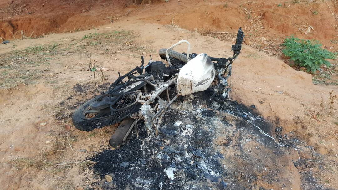 <p>One of the five charred vehicle by Maoists in Giridih district of Jharkhand on Friday.  A group of more than fifty Maoists raided the construction camp and set…