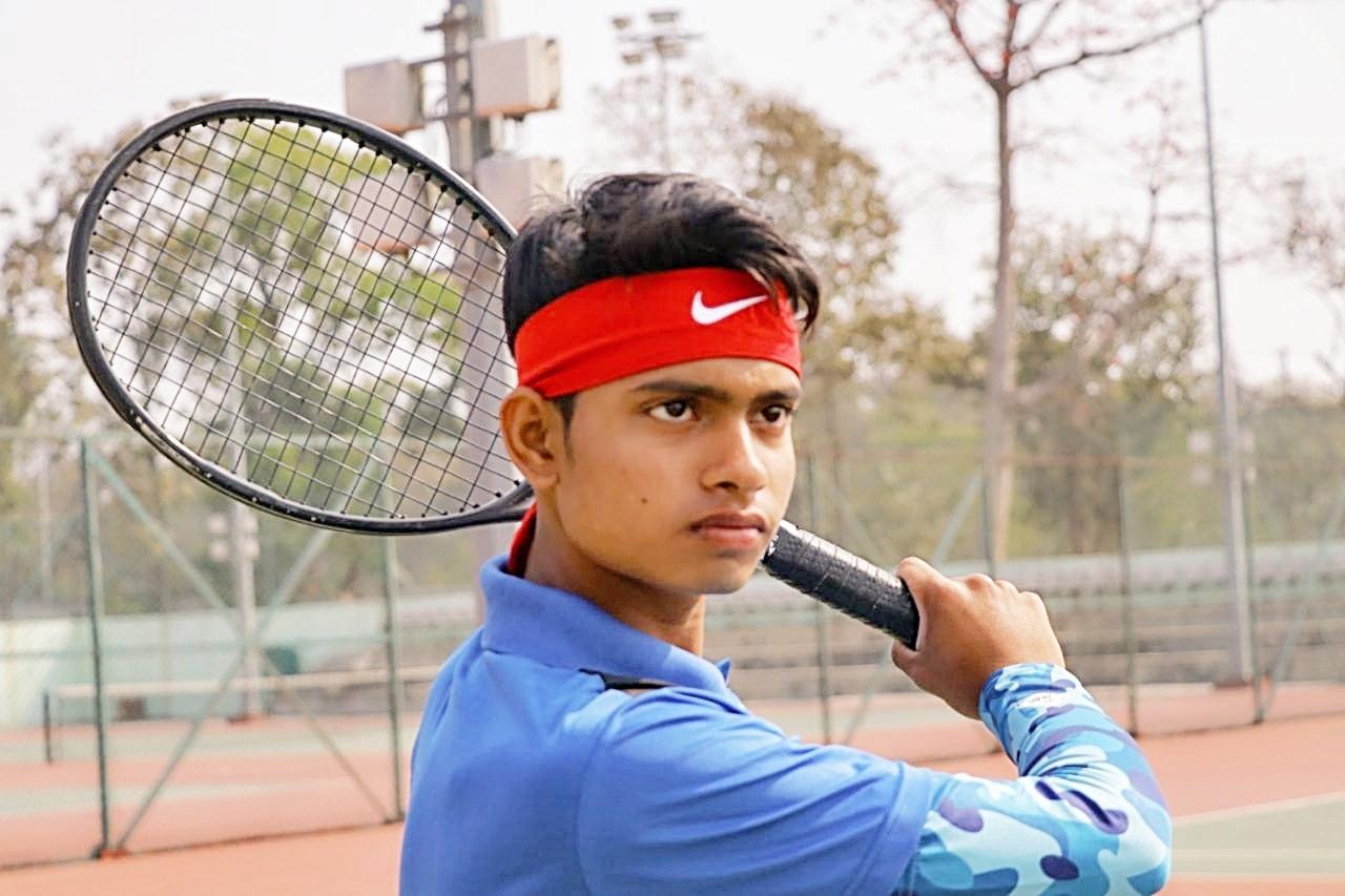 <p>भुनेश्वर के कलिंगा स्टेडियम में चल रहे ऑल इंडिया रैंकिंग टेनिस चैंपियनशिप सीरीज़ अंड़र -16 में रांची के साहिल अमीन ने मेन ड्रॉ में अपनी जगह बना ली…