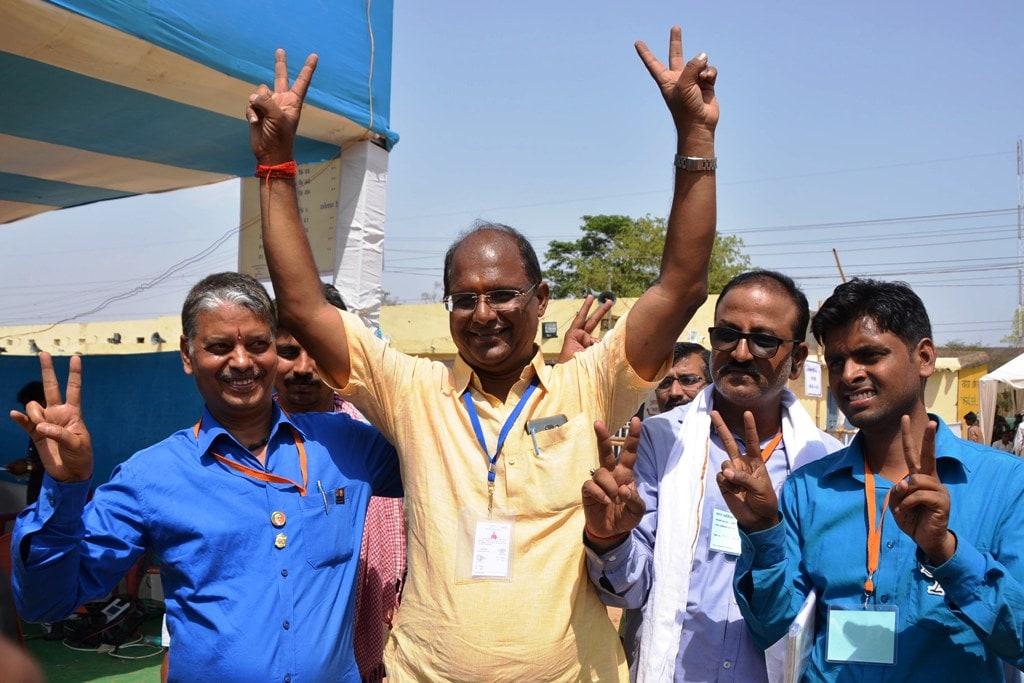 <p>Bharatiya Janta Party (BJP) supported Deputy Mayor candidate Sanjiv Bijayvargiya flashingvictory sign after winning Deputy Mayor seat during Ranchi municipal corporation (RMC)…