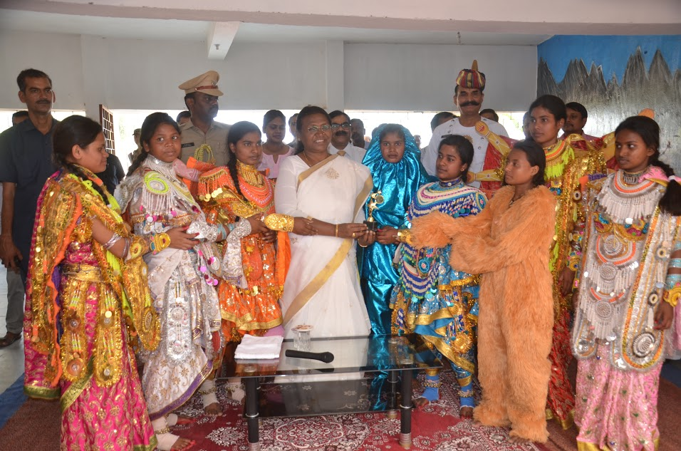 <p> </p> <p>Jharkhand Governor Draupadi Murmu visited Kasturba Gandhi Girls Residential school at Silli in Ranchi district and got photographed with students who had greeted her. </p>…