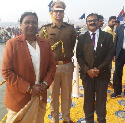 <p>माननीया राज्यपाल द्रौपदी मुर्मू उत्तरप्रदेश सरकार के निमंत्रण पर आज दिनांक 06/02/2019 को त्रिवेणी संगम, कुंभ मेले में शामिल हुई। उन्होंने श्रद्धालुओं के लिए उत्तम व्यवस्था की प्रशंसा…