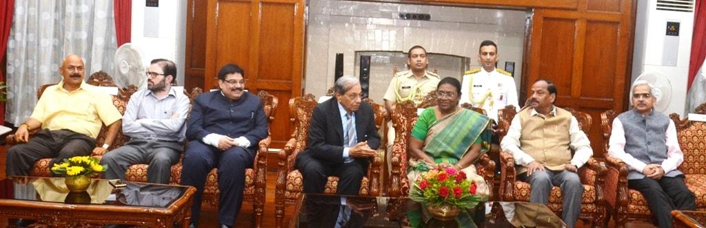 <p>माननीया राज्यपाल द्रौपदी मुर्मू द्वारा 15 वें वित्त आयोग के सदस्यों के सम्मान में आज दिनांक 02/08/2018 को राजभवन में रात्रि भोज का आयोजन कराया गया जिसमें मुख्यमंत्री रघुवर दास और…