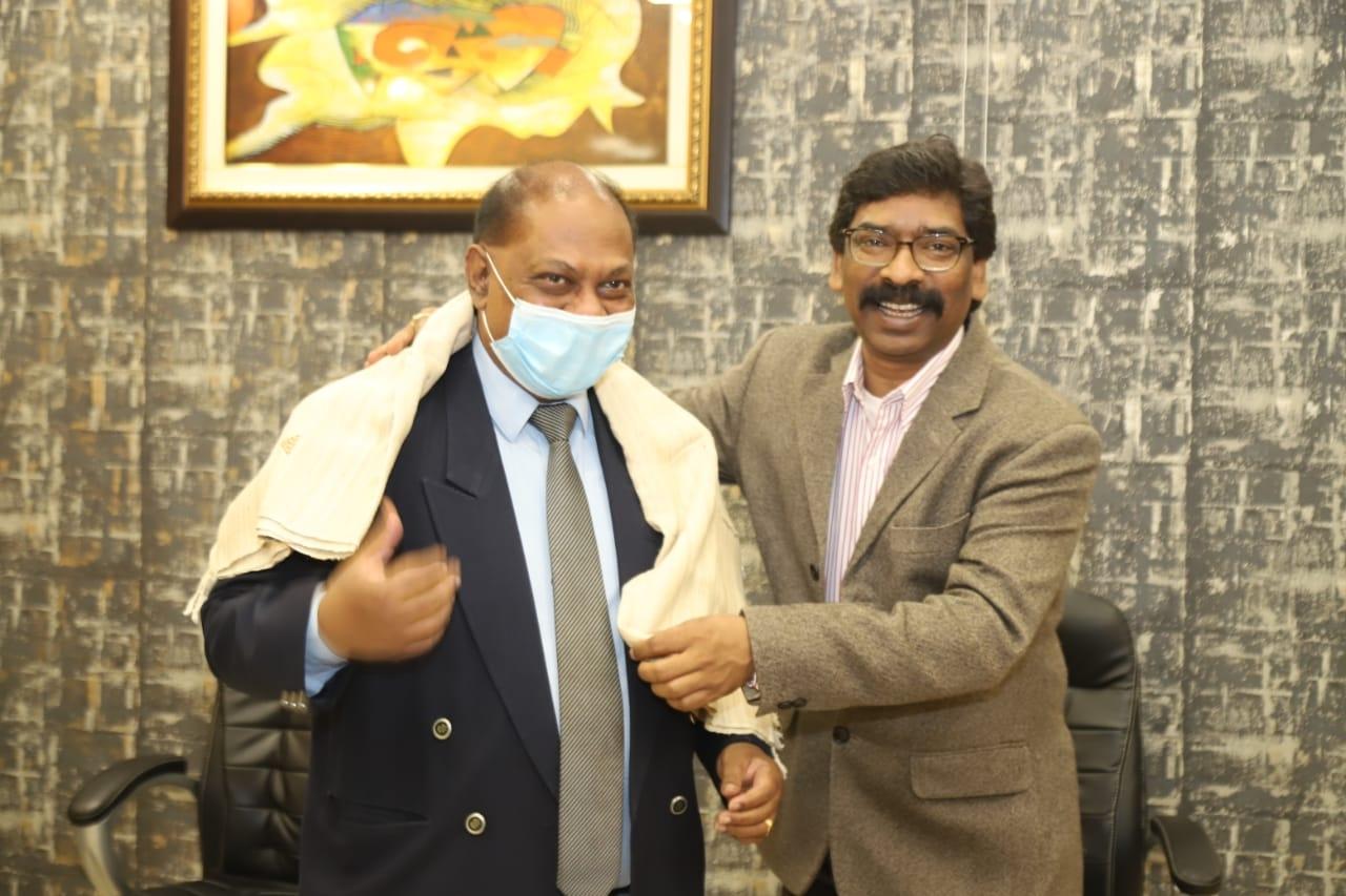 <p>झारखंड मंत्रालय में मुख्यमंत्री श्री हेमन्त सोरेन से ग्रीस में भारत के राजदूत श्री अमृत लुगुन ने शिष्टाचार मुलाकात की ।</p>