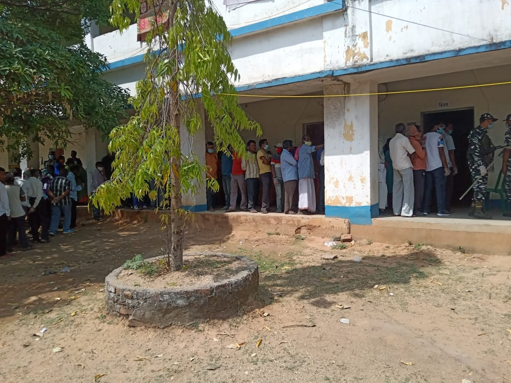 "<p>Voting on in Boarding district of Purulia, Tulin in West Bengal,""JAI SIYA RAM SCHOOL""...</p>"