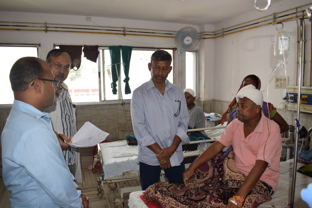 <p>BJP leader and Ex Home Secretary JB Tubid visited state government run RIMS hospital and met patients to tell the mediapersons that many patients from Odisha,Bihar and Chhatisgarh…